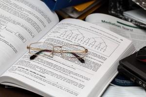 bril-op-boek